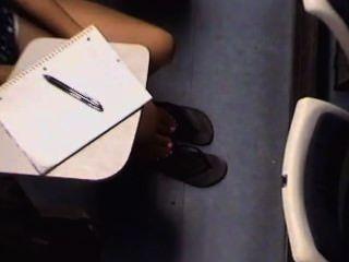 Cândido asiático faculdade garotas pés e pernas
