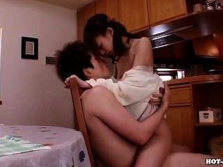 Meninas japonesas encantam esposa quente em bed room.avi
