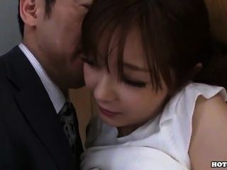 Meninas japonesas seduzem garota de escola envolvente em bed.avi