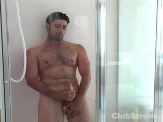 Straight guy johnny masturbando seu galo gigante