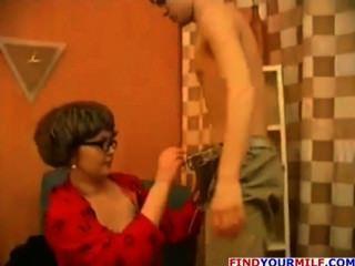 Puma russa seduzir seu filho passo adolescente