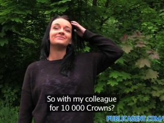 Publicagent sexy raven beleza de cabelo levou para madeiras para uma fucking