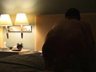 Amadores twinks barefuck em um hotel.