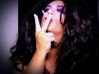 Tia sissy fumo sedução