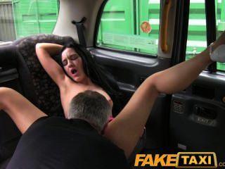 Faketaxi naughty liverpool girl fica sujo