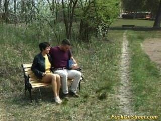Garota fica fuck anal no parque