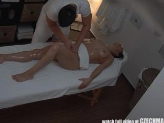 Menina adolescente fica difícil fuck em massagetable